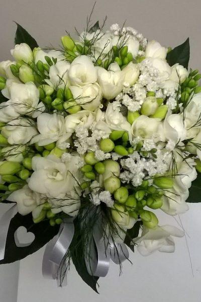 Bukiet ślubny białe frezje
